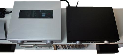 Der silberne AVM Evolution SD 5.2 erlaubt einen Blick auf die mit einer Röhrenausgangsstufe bewehrte Elektronik